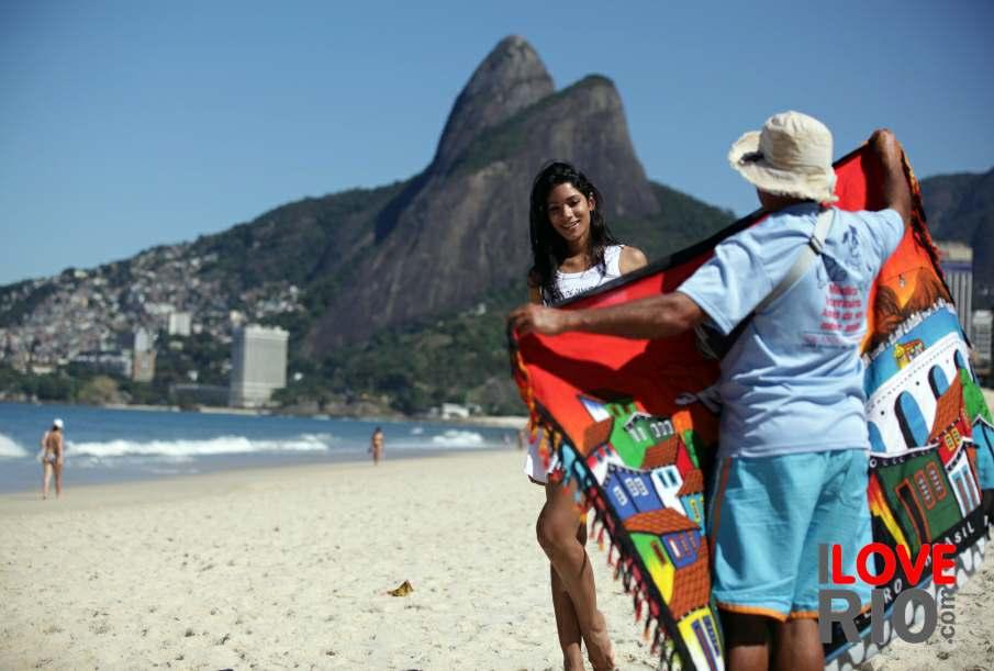 Beach vendor, canga and dois irmãos